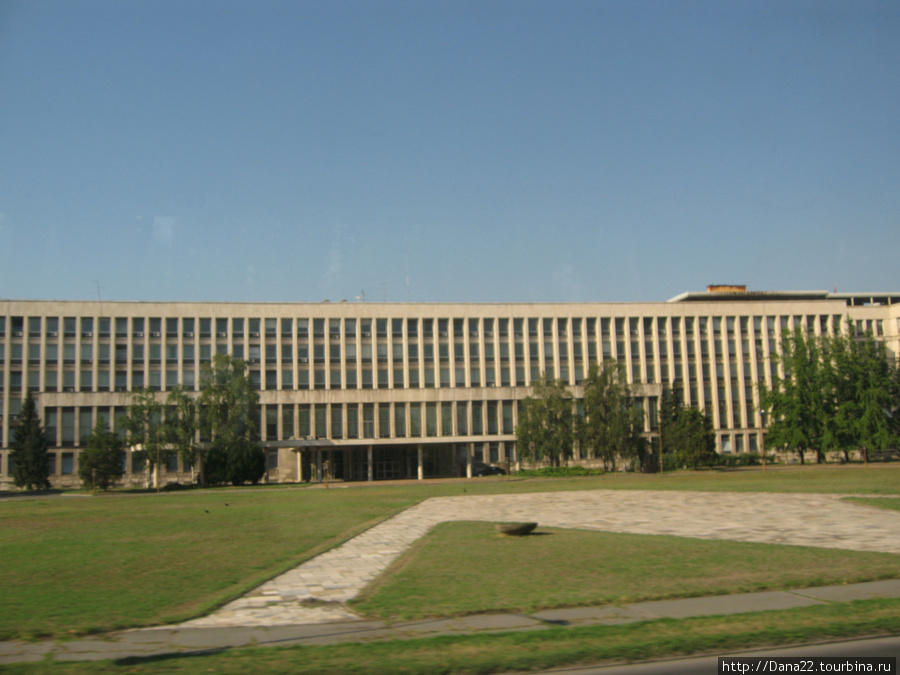 Парламент. Или как там у них называется дом, где сидит правительство)))