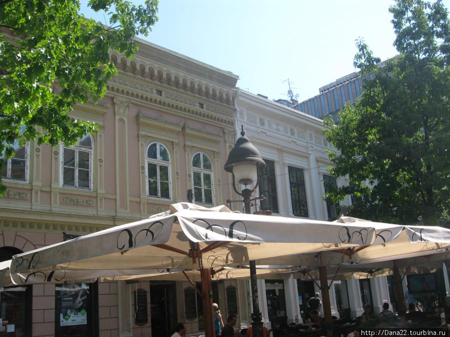 Кафешки посредине туристической улицы с невероятно вкусным мороженым