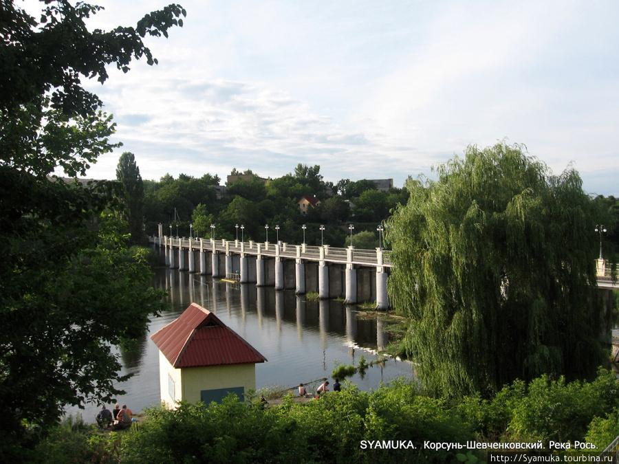 Р. Рось. Плотина Корсунь-Шевченковской ГЭС.