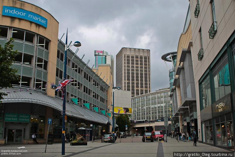 улицы широкие, а почти все здания — новые
