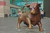 а это бык,похожий на нью-йоркского,возле ТЦ Bullring
