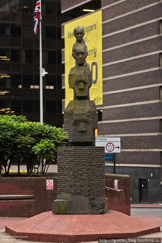 в Бирмингеме много интересных статуй и сооружений