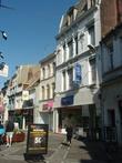 Узкие пешеходные улочки — непременный атрибут центра города