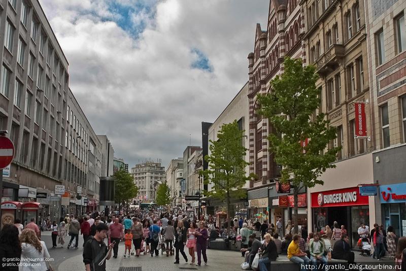 центральные улицы почти все прямые и переполненные людьми