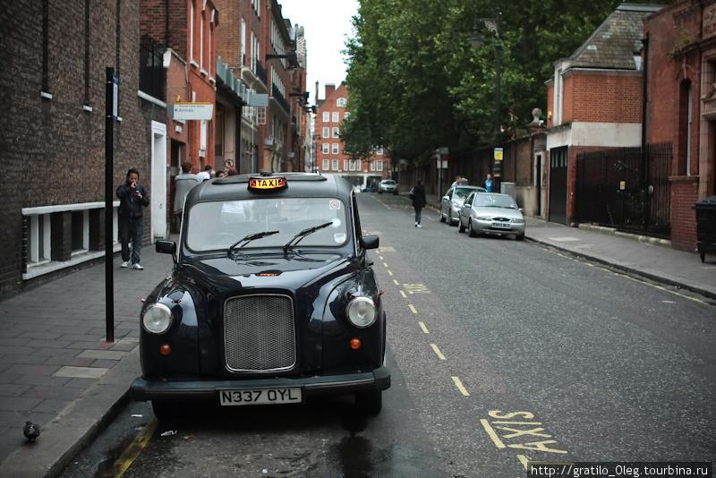 Лондонские кэбы. Такси тут только такое.