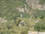 крест поставлен в память о погибших 7 июля 1963 года, когда  селевой поток из верховьев реки Иссык (гора Жарсай) разрушил естественную плотину в западной части, опустошив водоём