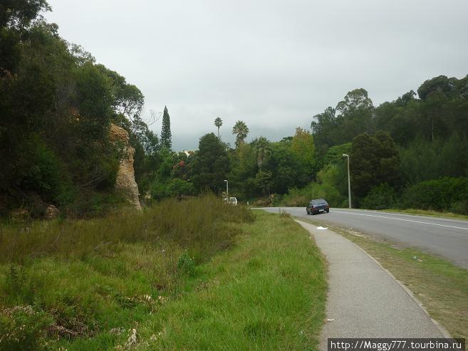 А если по этой дороге пройти еще дальше, или проехать минут 10, попадешь в township