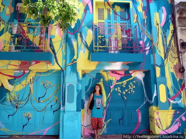 В Буэнос-Айресе все хорошо с графити — встречаются очень веселенькие работы
