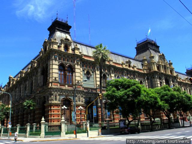 Удивительное здание на углу Riobamba и Viamonte — Palacio de las Aguas Corrientes