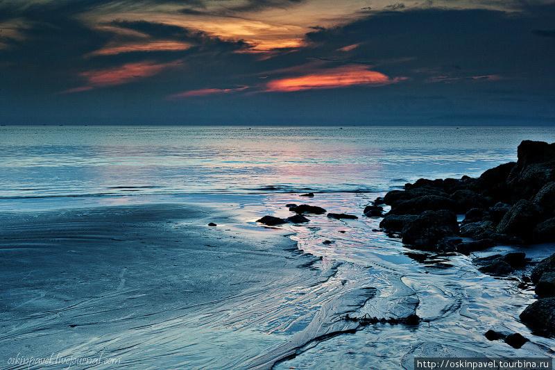 Пять минут до утра. Скоро заискрится солнцем матрица дня. Санур, Индонезия