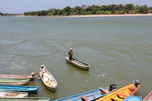 По реке на лодочке можно уплыть до Гватемалы