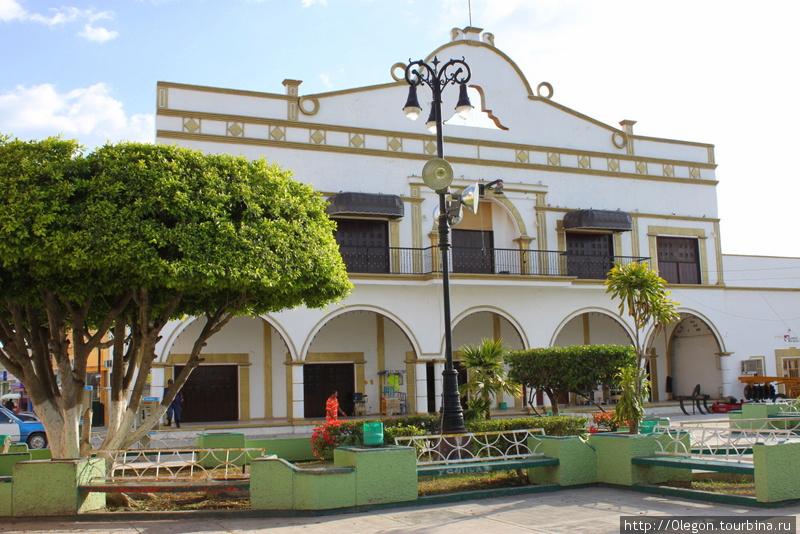 Бывший железнодорожный вокзал Эскарсега, Мексика