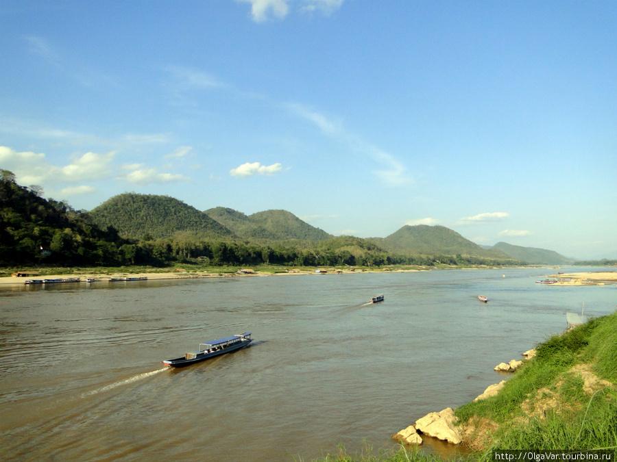 Меконг в районе Луангпрохобанга — тихая и неширокая река
