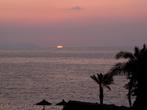 Один из 12 закатов. Впервые для меня на море солнце садилось слева. Вот тебе и северный берег острова.