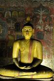 Медитирующий Будда — образ Учителя в 3-ем храме монастыря, на фоне древних настенных росписей -сюжеты из жизни Будды и истории его учения.