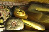 Спящий Будда в 3-ем храме Дамбуллы — Маха Алут Вихарая.