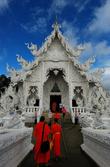Монахи летят специально в этот Храм и не упускают возможность запечатлеть его на камеру