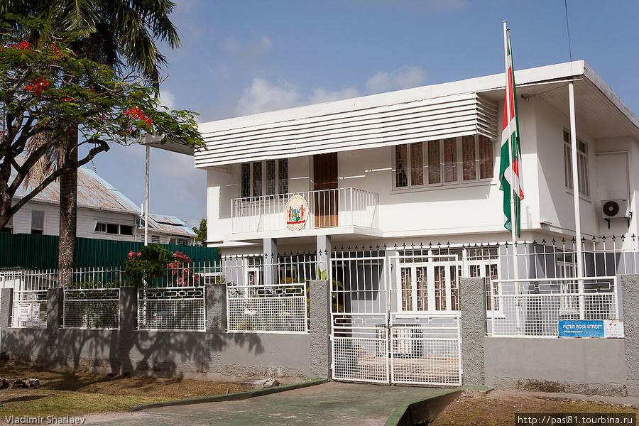 Это — консульство соседей