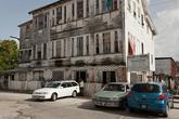 Просто гуляя по улицам можно найти довольно интересные объекты. Судя по состоянию фасада и табличке, евреи в Гайане не шикуют.