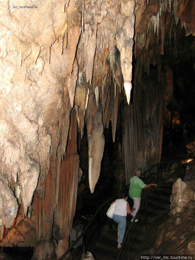 Середина длинного пути в пещере