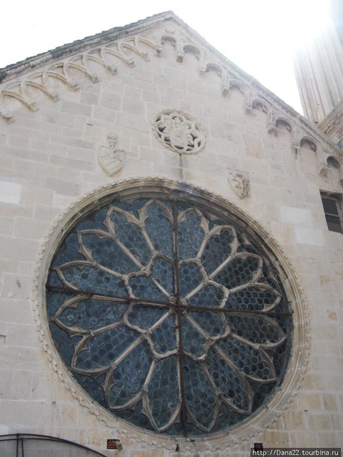 Розетка кафедрального собора Святого Ловро