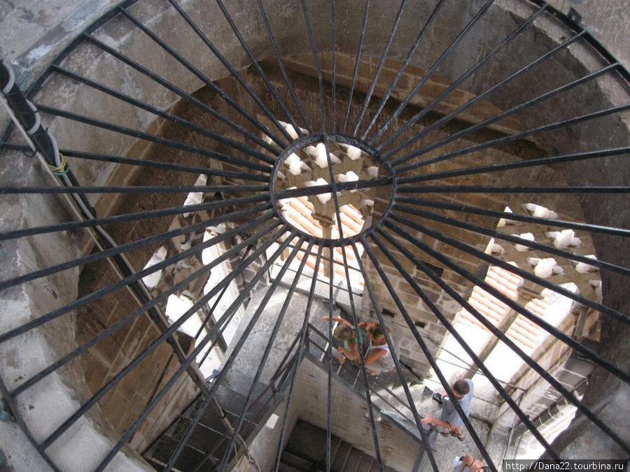 Лестница на колокольню кафедрального собора Святого Ловро