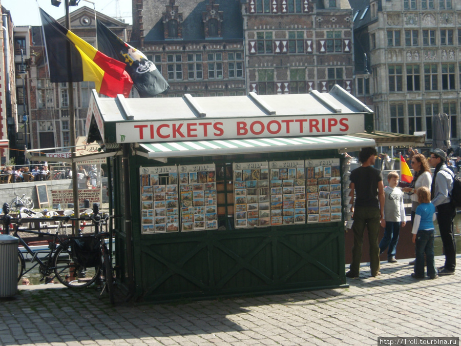 Классическая будка для торговли билетами