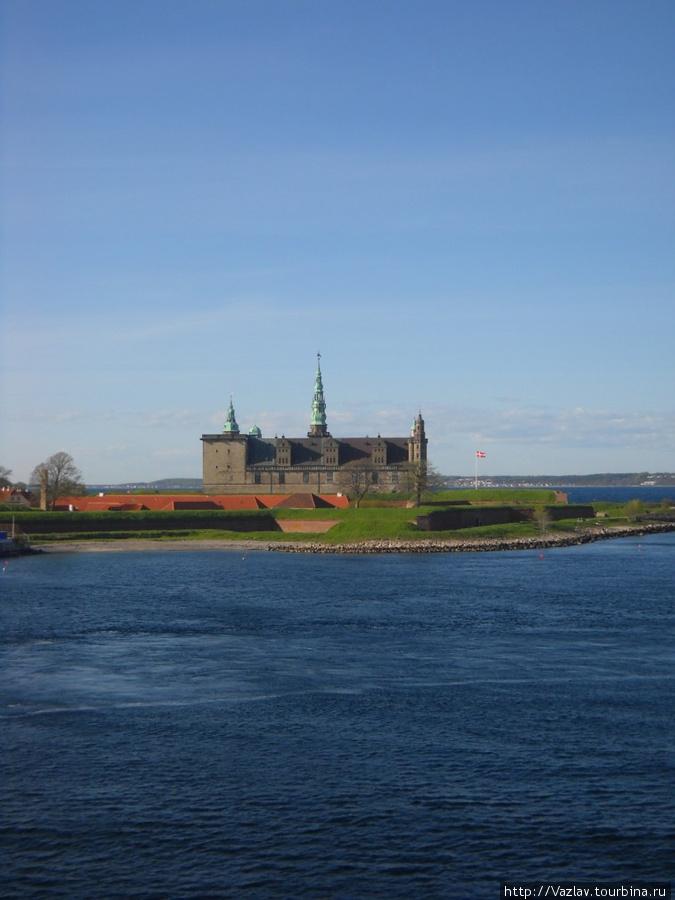 Вид на замок с моря