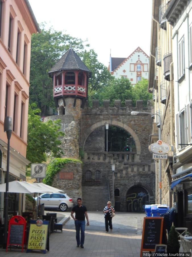 Вид на древние постройки