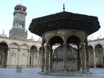 г. Каир, Египет. Внутренний двор мечети Мехмет-Али. Фонтан для омовений, украшенный так богато, что некоторым он напоминает яйцо Фаберже