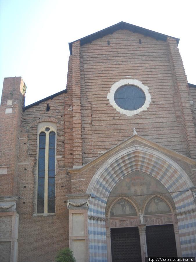 Фрагменты фасада церкви