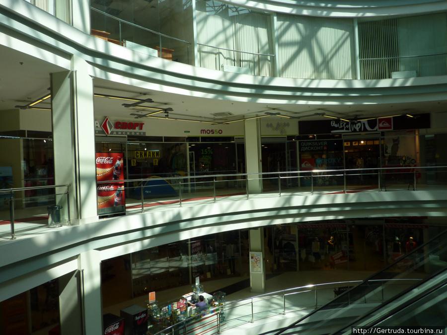 Три этажа магазинов