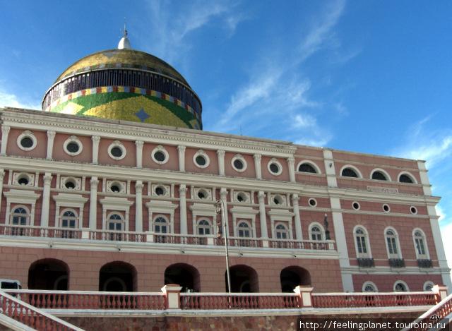 Классическое здание оперы