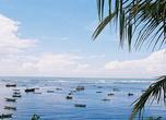 Это тоже Шри-Ланка, а не Багамы или Гавайии. Такую идиллию я поймала в объектив с террасы отеля Bay Beach в уже знакомой по предыдущим кадрам бухте Велигама.