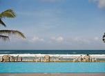 Бассейны на берегу океана — альтернатива водных ванн для тех, кто не скачет в волнах.
