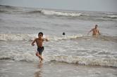 Кто освоил технику ныряния в волну, не улежит на пологих пляжах Берувелы.