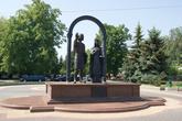 Памятник князю Володимеру и его княгине