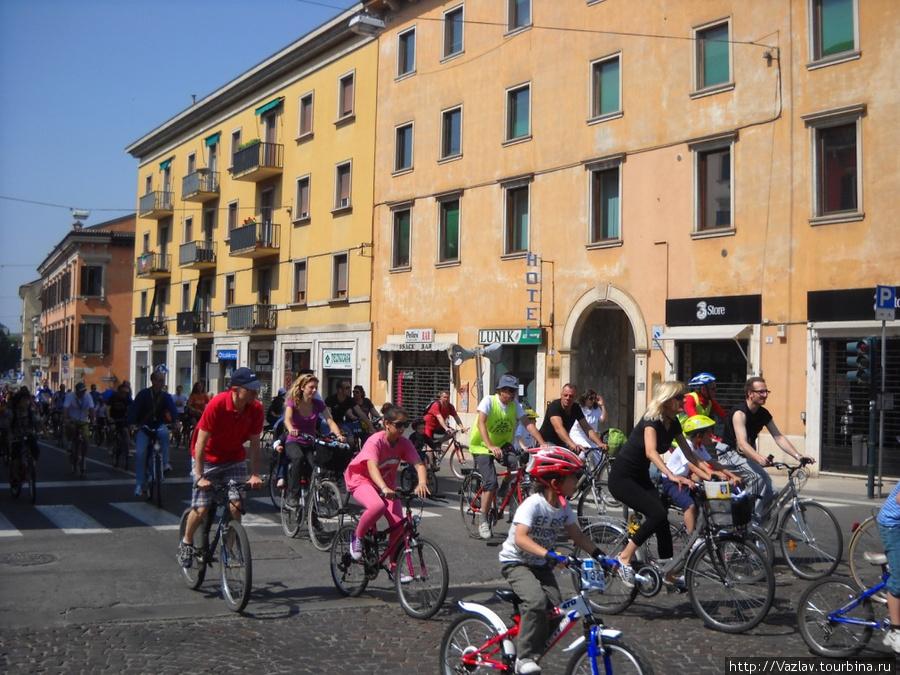 Велосипедные прогулки по Вероне массовы и популярны