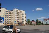 Центральная площадь. Раньше здесь на высокой трибуне стоял памятник В.И.Ленину.