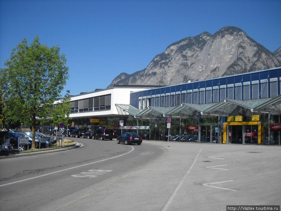 Вид на главное здание аэропорта