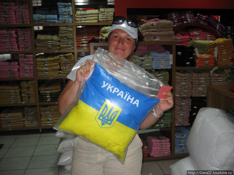 В текстильных магазинчика