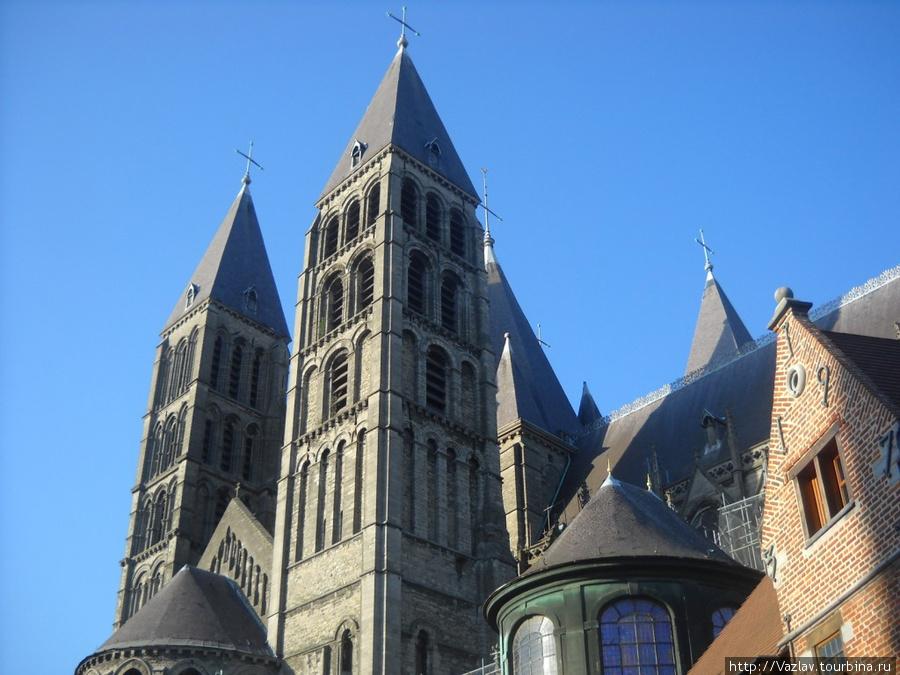 Несколько башен собора