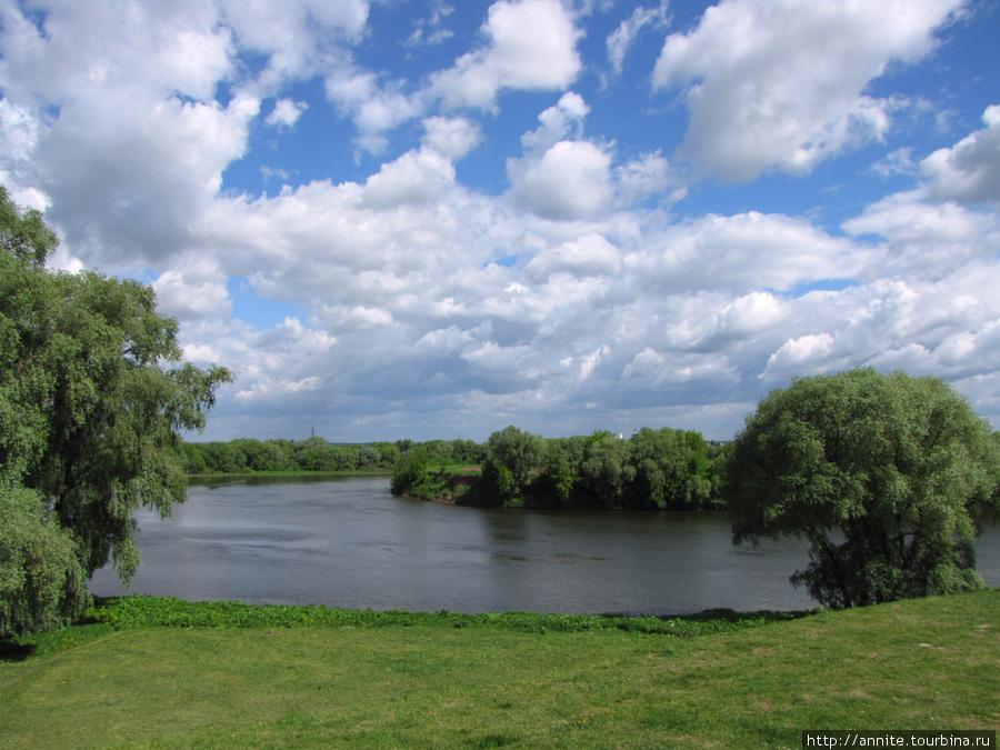 Место впадения Коломенки в Москву-реку. Вид со сквера