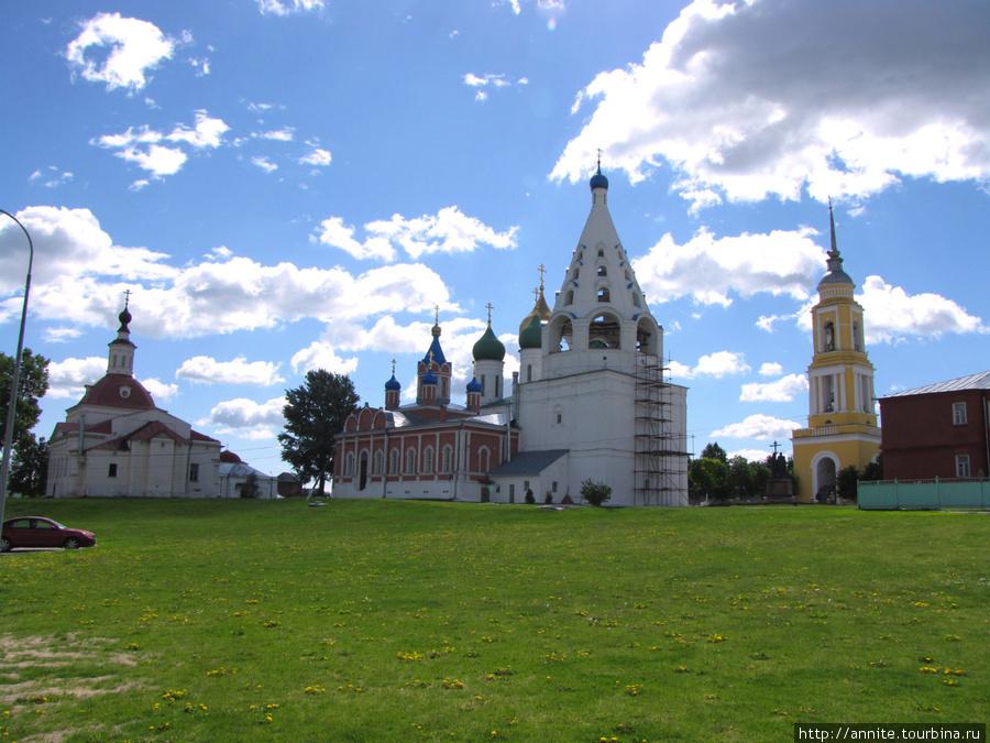 Ансамбль Соборной площади Кремля со сквера