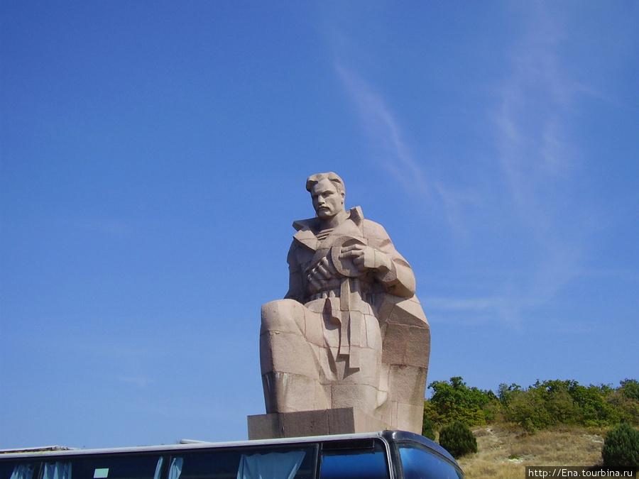 Сентябрь-2009. Поездка на Пшадские водопады. Памятник погибшим морякам у Цемесской бухты