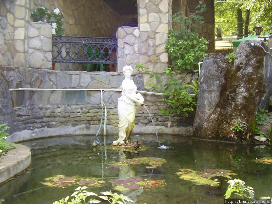Сентябрь-2009. Поездка на Пшадские водопады. У родника