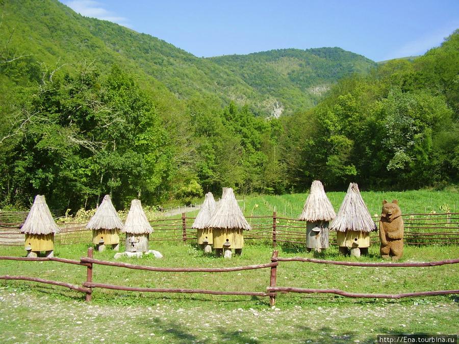 Сентябрь-2009. Поездка на Пшадские водопады. Казачье кафе в горах