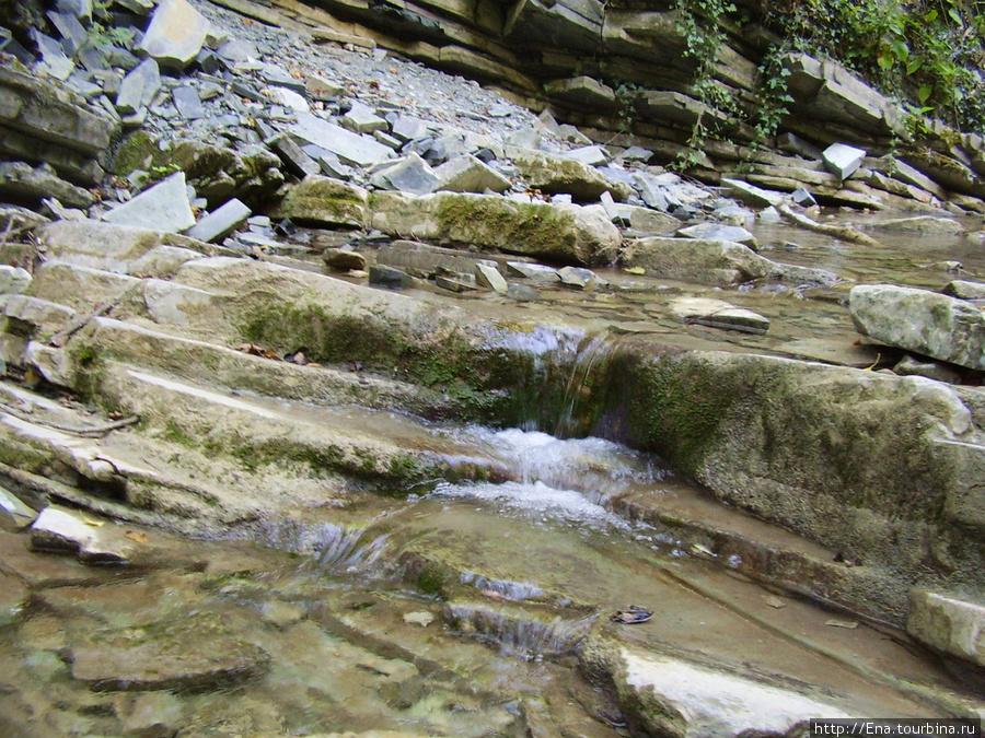 Сентябрь-2009. Поездка на Пшадские водопады. Бегущая вода