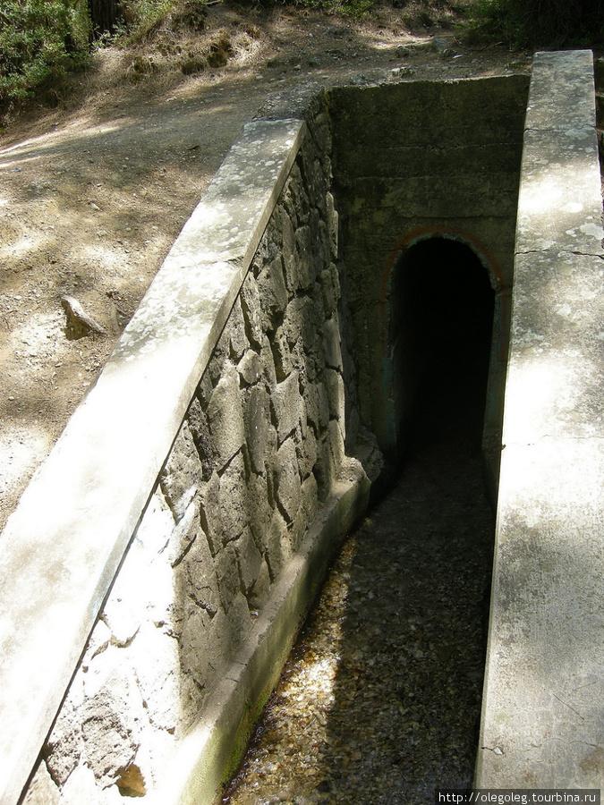 Архангелос