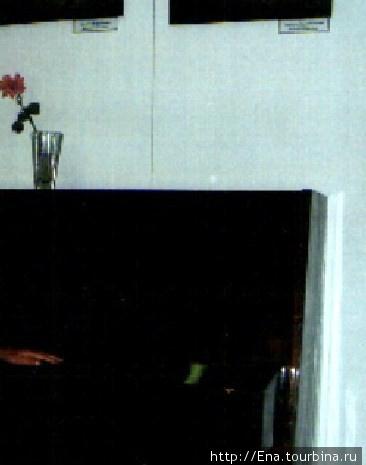 Июль 2006. Музей М.Ю. Лермонтова в Тамани.  М.Ю. Лермонтов был не только поэтом и прозаиком, но и прекрасным художником — в его картинах скользит любовь к милому сердцу Кавказу. Об этой стороне личности Лермонтова рассказывает выставка его картин в милой гостиной, сохранившей обстановку прошлых веков. Так романтично смотрится здесь этот рояль :)
